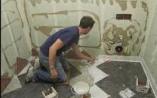 Как класть плитку на пол в ванной своими руками