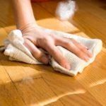 Мыть ламинатный пол