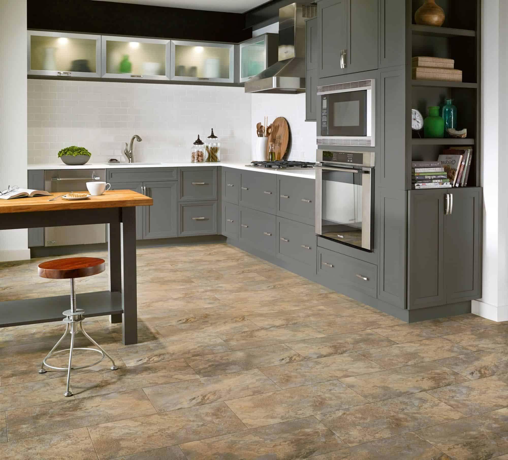 кварцвиниловая плитка на кухне