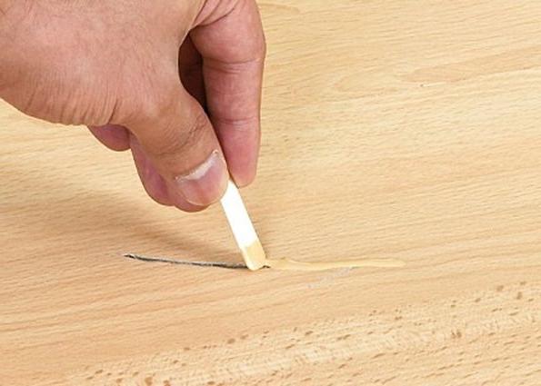 ремонт ламината восковым карандашом