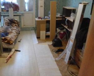 Как положить линолеум в комнате с мебелью