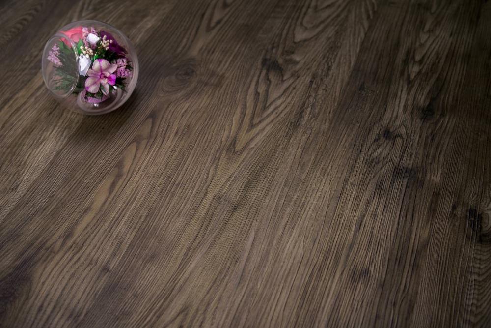 плитка Vinilam с деревянной текстурой